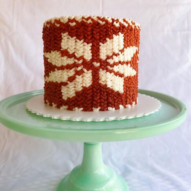 2. Este pastel se ha hecho para que parezca un suéter tejido.