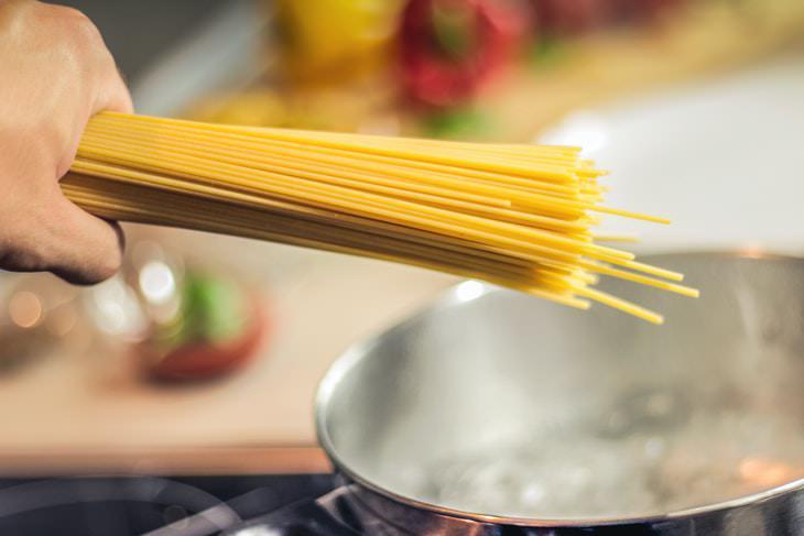 1. Realza el sabor de las salsas y guisos.