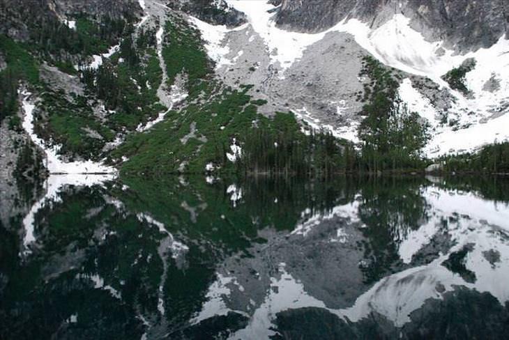 lagos alpinos con nieve