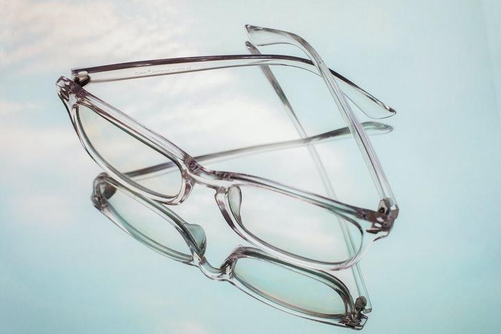 La mejor manera de limpiar los anteojos