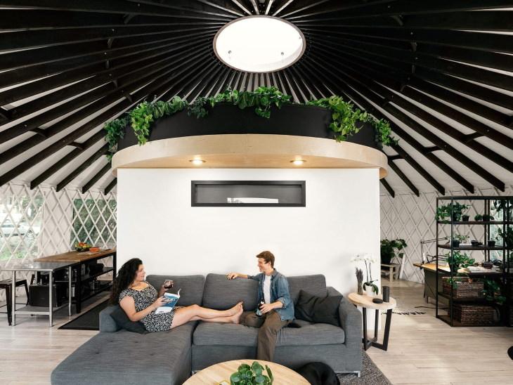 Hermosas Casas Diminutas Una yurta moderna interior
