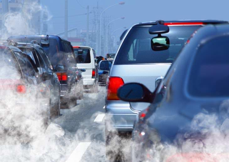 Los Contaminantes Del Aire Podrían Aumentar El Riesgo De Demencia Autos parados en el tráfico