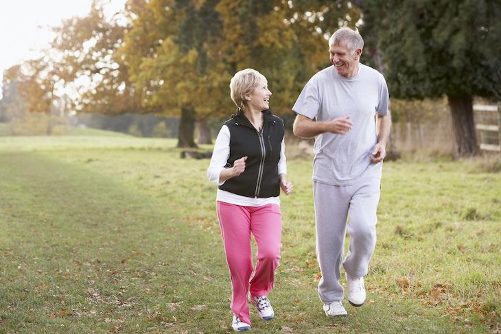 1. Caminatas rápidas para mejorar el sistema cardiovascular