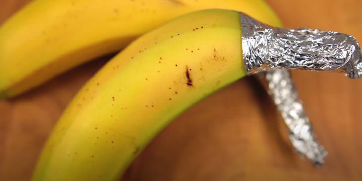 Consejos Para Evitar Que Tus Plátanos Se Maduren Rápido Envuelv el tallo en plástico o papel de aluminio