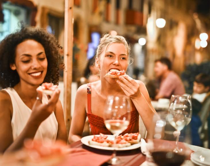 ¿Por Qué Las Mujeres No Deben Cenar Pesado Por Las Noches?