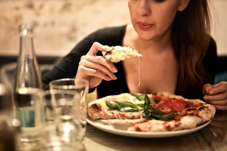 Las Cenas Pesadas Aumentan El Riesgo De Problemas Cardíacos En Las Mujeres