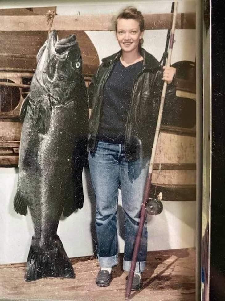 Fotos Personas Elegantes Del Pasado Mujer con un pez 1950