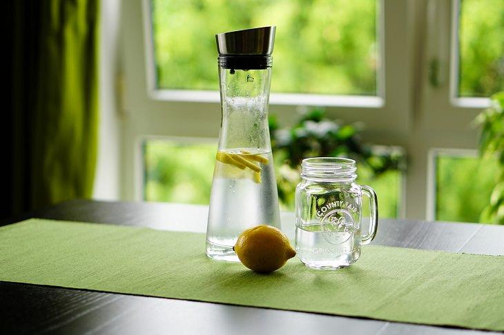 Bebidas que puedes disfrutar libremente si estás ayunando Agua con limón