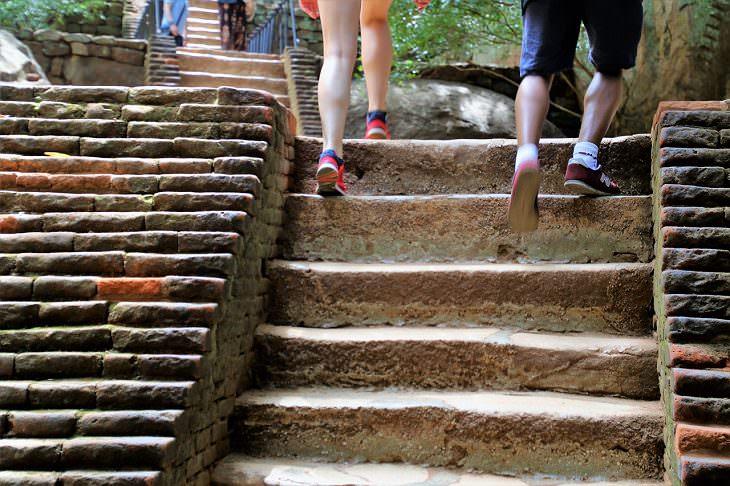 Subir Escaleras Tiene Beneficios Para Tu Salud La postura lo es todo