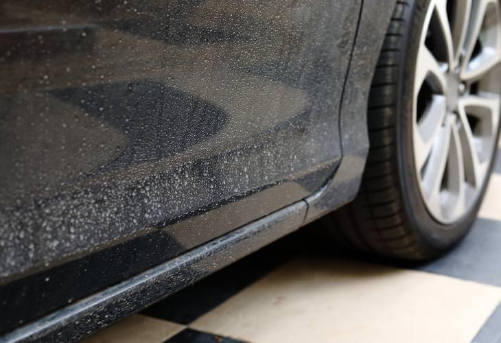 Cómo remover las manchas de agua de tu auto
