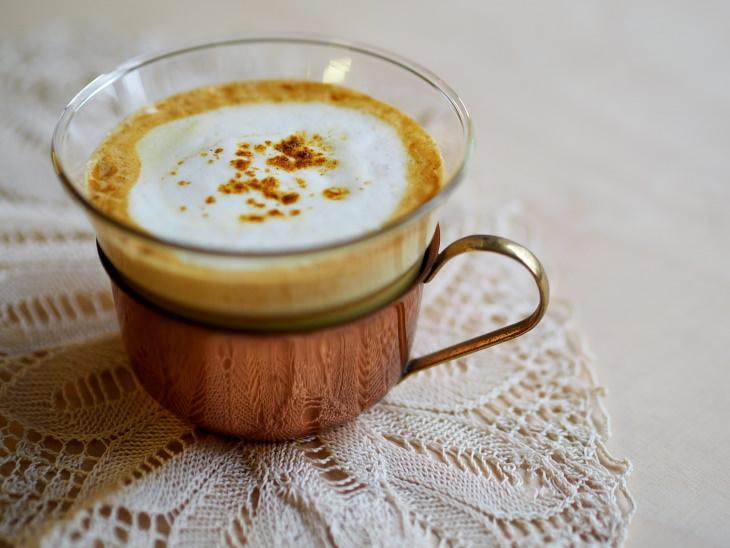 ¿Qué es el café con cúrcuma?