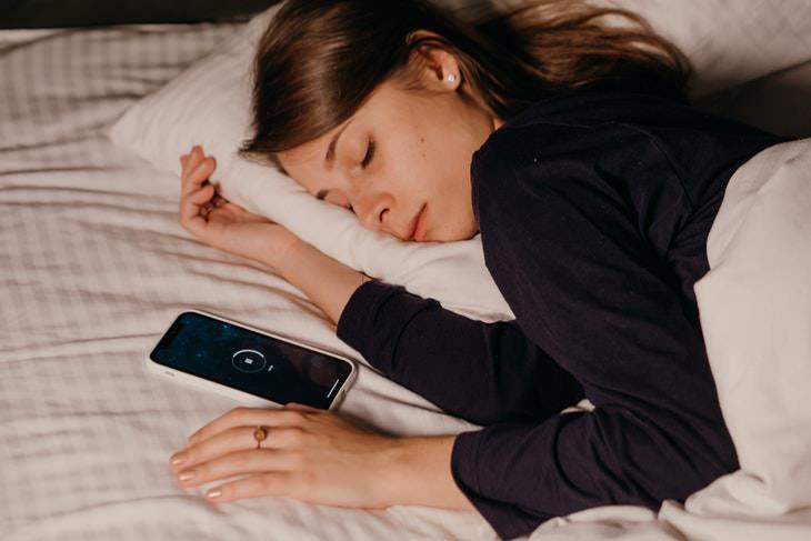 2. No hay dispositivos en la cama