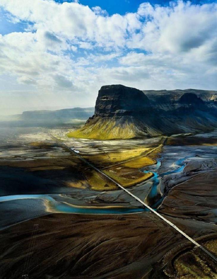 Imágenes De La Gloriosa Naturaleza La magnífica ladera de la montaña islandesa.