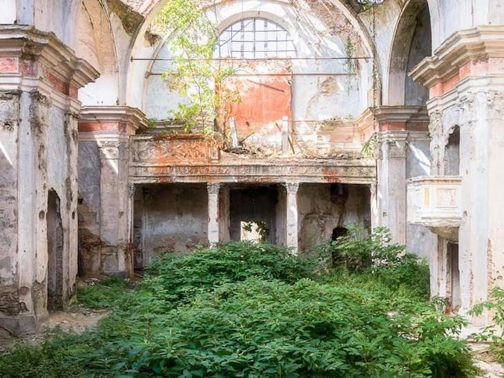 Fotos De Iglesias Abandonadas Iglesia llena de maleza