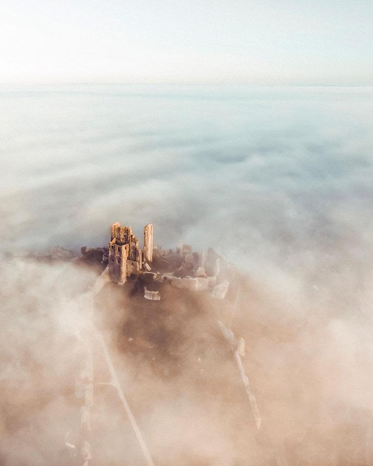 Fotos Que Parecen Sacadas De Cuentos De Hadas Una increíble toma desde un dron del encantador castillo de Corfe en el Reino Unido.