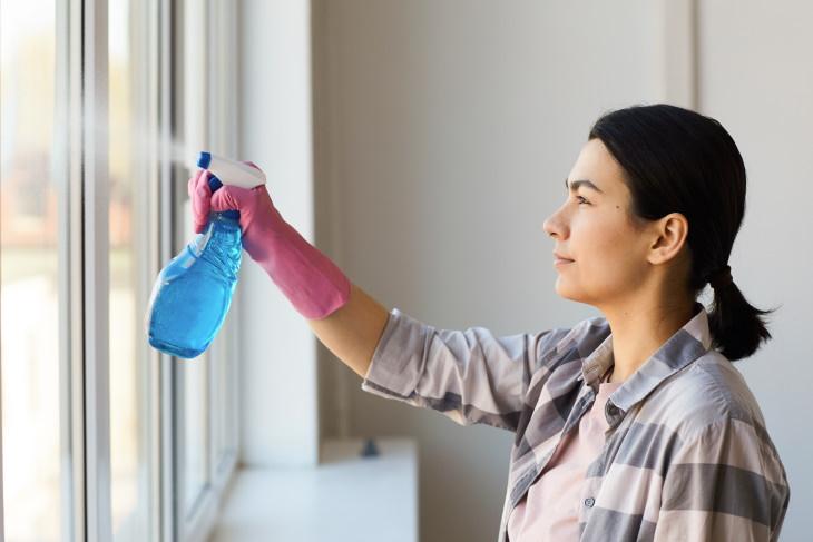 Errores Al Usar Artículos De Limpieza No tener cuidado al usar el blanqueador y el amoníaco