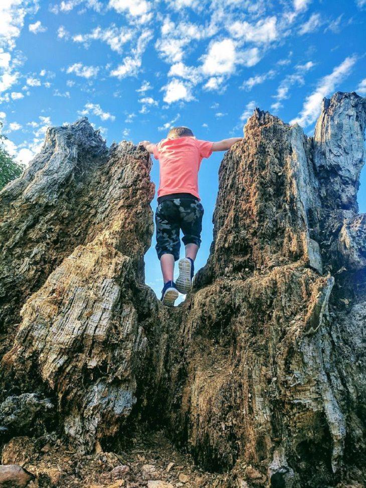 Ilusiones Ópticas Gigantes Niño en la montaña