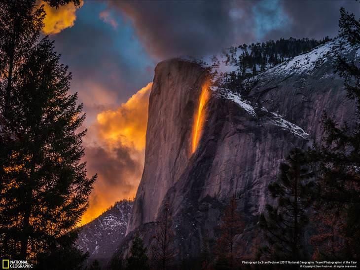 """Fotos Asombrosas Del Planeta Tierra """"Yosemite Fire Falls"""" en el valle de Yosemite, California, EE. UU."""