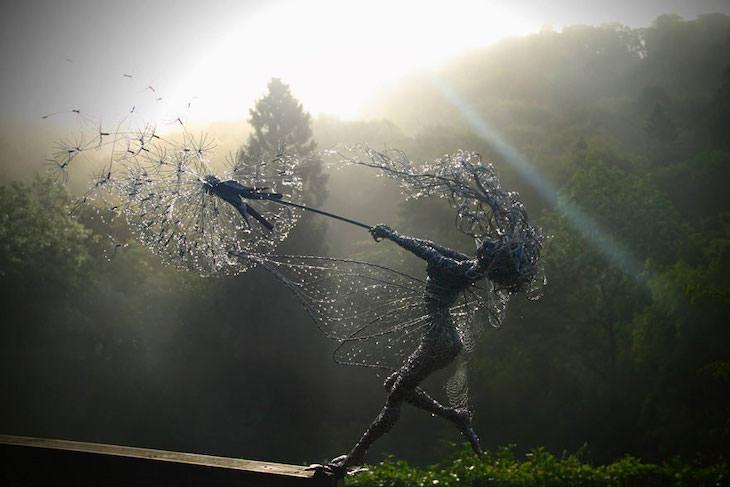 Obras De Arte Hechas Con Alambre Esculturas de hadas bailando con dientes de león de Robin Wright