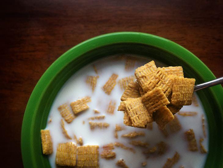 QUÉ NO COMER PARA EL DESAYUNO: Cereales y yogures