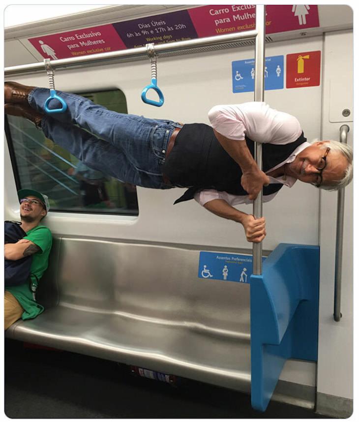"""1. """"Alguien le ofreció a mi abuelo un asiento preferido para personas mayores en el metro y lo hizo""""."""