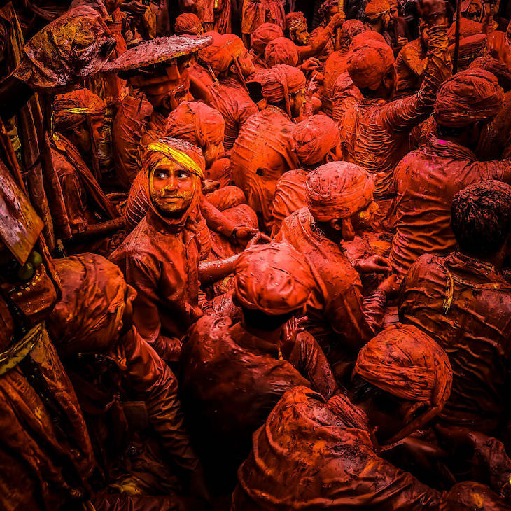 Ganadores De Los Premios De Fotografía Móvil Personas, 1er lugar: Mirar hacia atrás por Rohan Sajeev