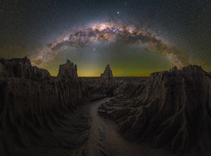 """Asombrosas Fotografías De La Vía Láctea """"La guarida del dragón"""" de Daniel Thomas Gum. Mungo, Nueva Gales del Sur, Australia"""