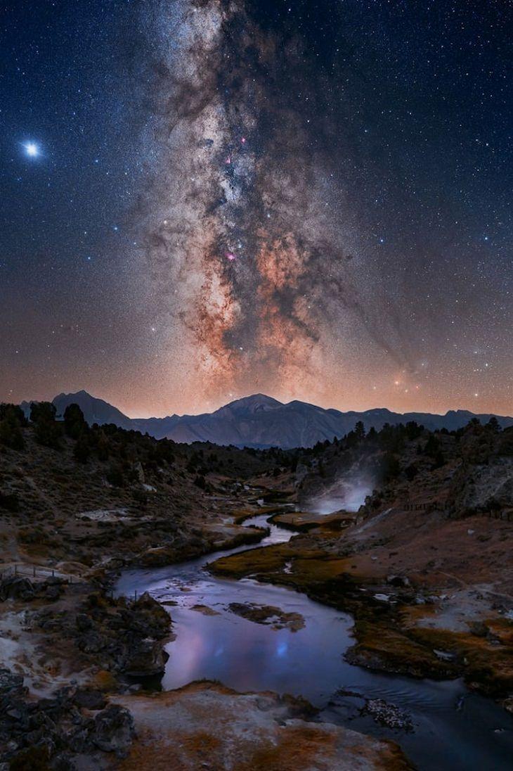 """Asombrosas Fotografías De La Vía Láctea . """"Cuando todas las estrellas se alineen"""" de Kelly Teich. Mammoth Lakes, California, Estados Unidos."""