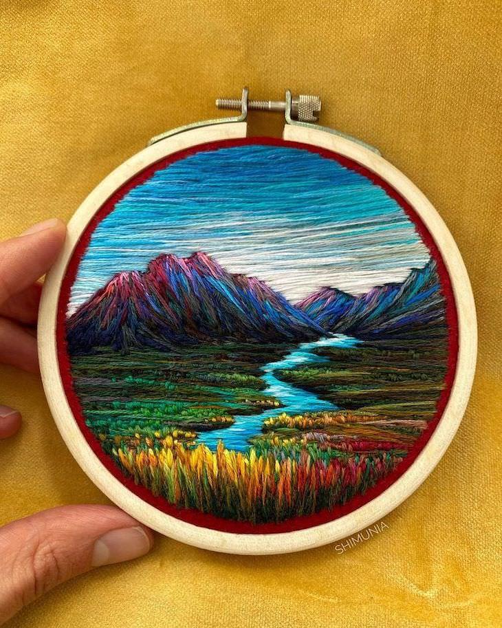 Bordados a Mano De Vera Shimunia Paisaje con montañas