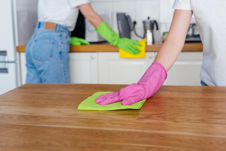 Cosas Que Puedes Hacer Con Tu Ropa Convierte tu ropa vieja en trapos de limpieza