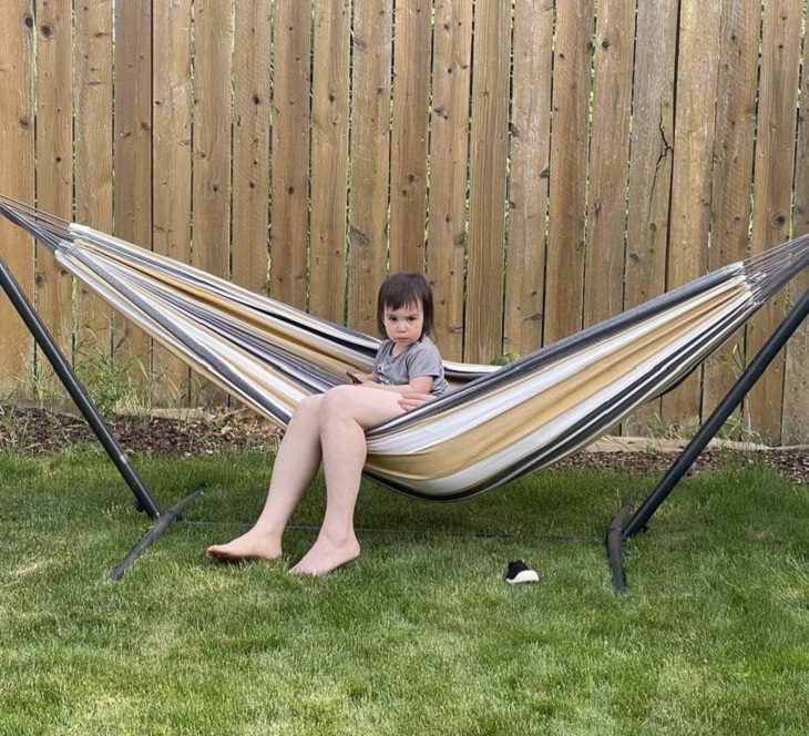 2. ¡Este niño tiene piernas muy largas!