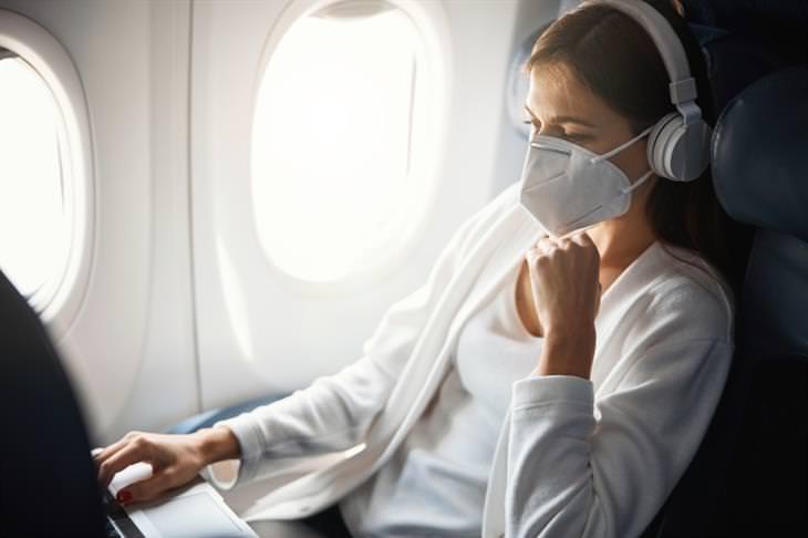 Consejos Para Viajar De Forma Segura Este 2021 Los cubrebocas siguen siendo obligatorios en la mayoría de los vuelos