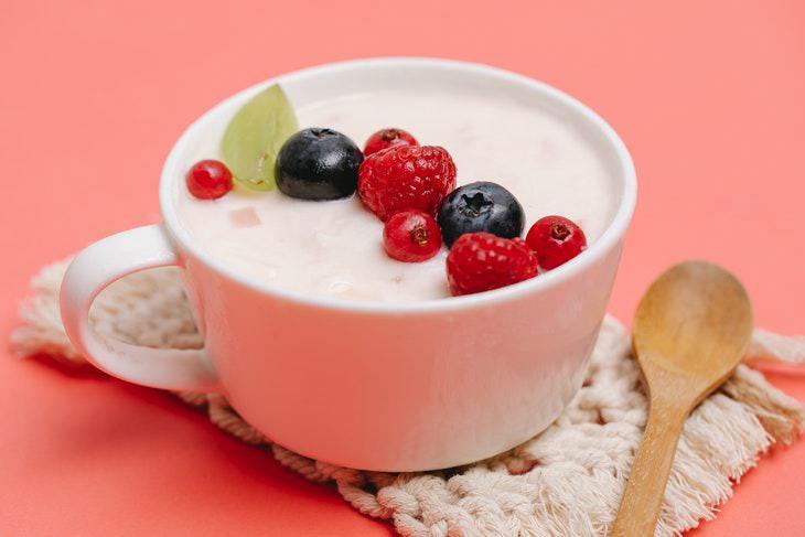 Cómo comer yogur con toda la grasa puede ser MÁS beneficioso