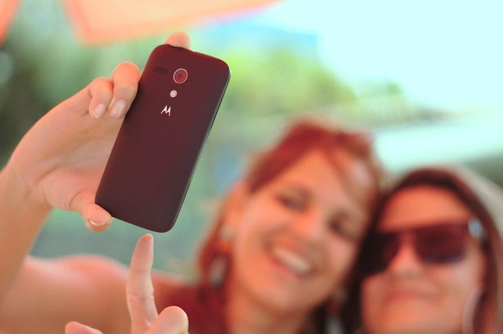 Estos 7 Hábitos Diarios Pueden Decir Mucho Acerca De Ti Cómo te tomasuna selfie