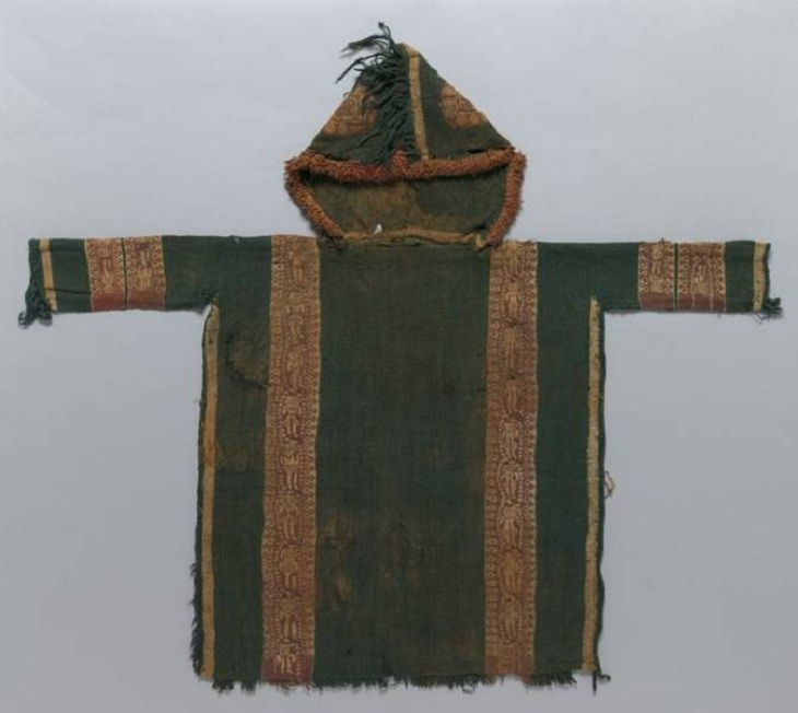 Exhibiciones Impresionantes De Museos Esta túnica antigua perteneció a un niño y se cree que tiene unos 1.400 años