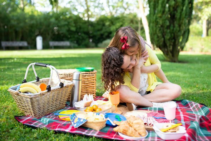 Cosas Que Atraen Avispas a Tu Hogar Comer al aire libre