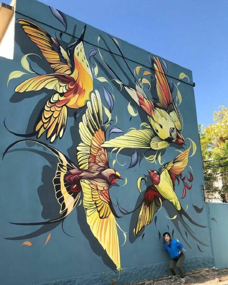 Vívidos Murales de Fio Silva colibrí