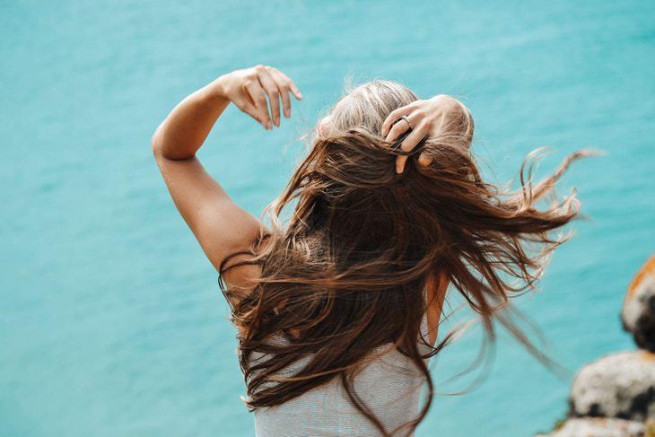 Los 9 Peligros Del Agua Dura El agua dura hace que tu cabello se vuelva grasoso y sientas comezón