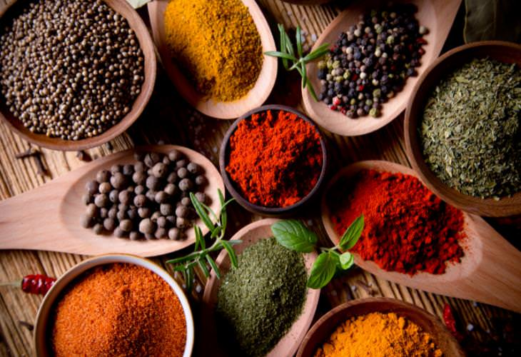 6. Agrega algunas especias picantes a tus comidas.