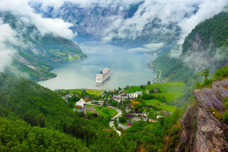 """2. Los países nórdicos tienen una """"libertad de itinerancia"""", lo que permite a las personas disfrutar de toda la naturaleza independientemente de la propiedad (dentro de lo razonable)."""