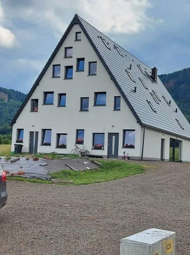 16 Fallos En Diseños De Casas Divertidos Casa con muchas ventanas