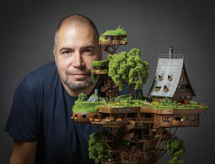Adorable Villa Miniatura Luce Increíblemente Real Ognyan Stefanov posando con su creación