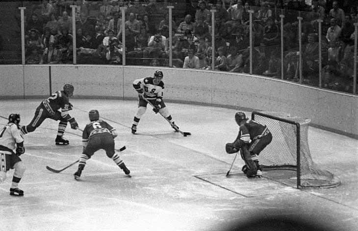 """6 Atletas Que Vendieron Sus Medallas Dos miembros del equipo de hockey """"Miracle on Ice"""" vendieron sus medallas de oro"""