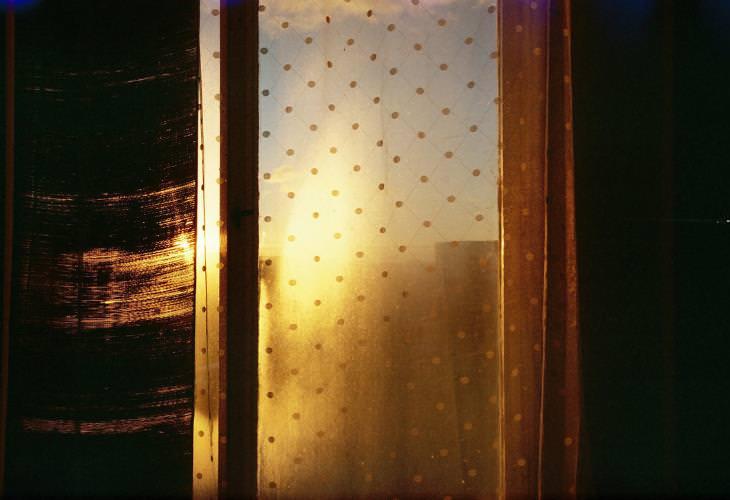 5. Mantén las cortinas cerradas durante el día