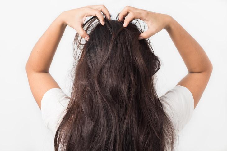 Consejos Para Aumentar El Brillo Del Cabello Estimula el cuero cabelludo
