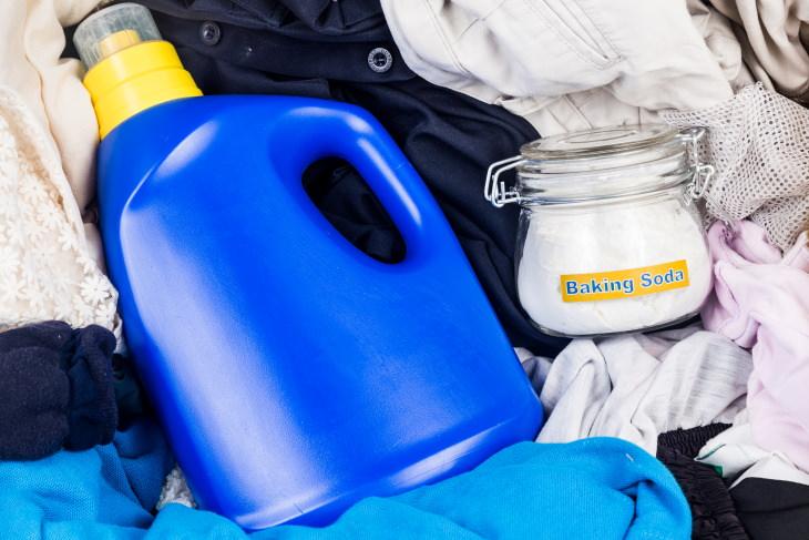 Los beneficios de agregar bicarbonato de sodio a tu ropa