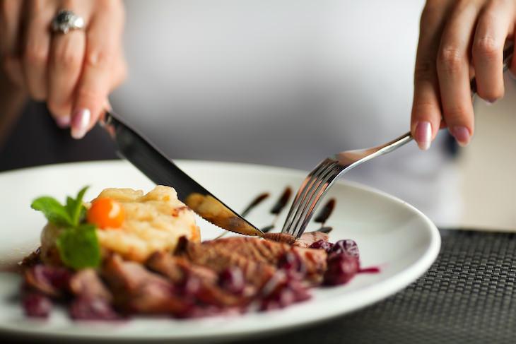 5. Establece un patrón de alimentación regular