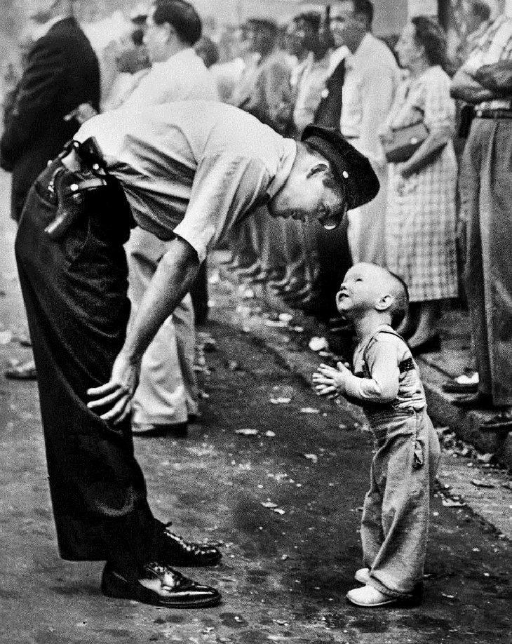 """Historia Detrás De Fotos Icónicas """"Fe y confianza"""" (1958)"""