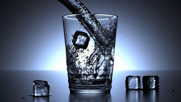 Remedios Caseros Para Los Mareos Bebe agua