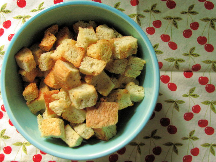 EFormas De Reutilizar Los Restos De Comida El pan duro hace deliciosos crutones